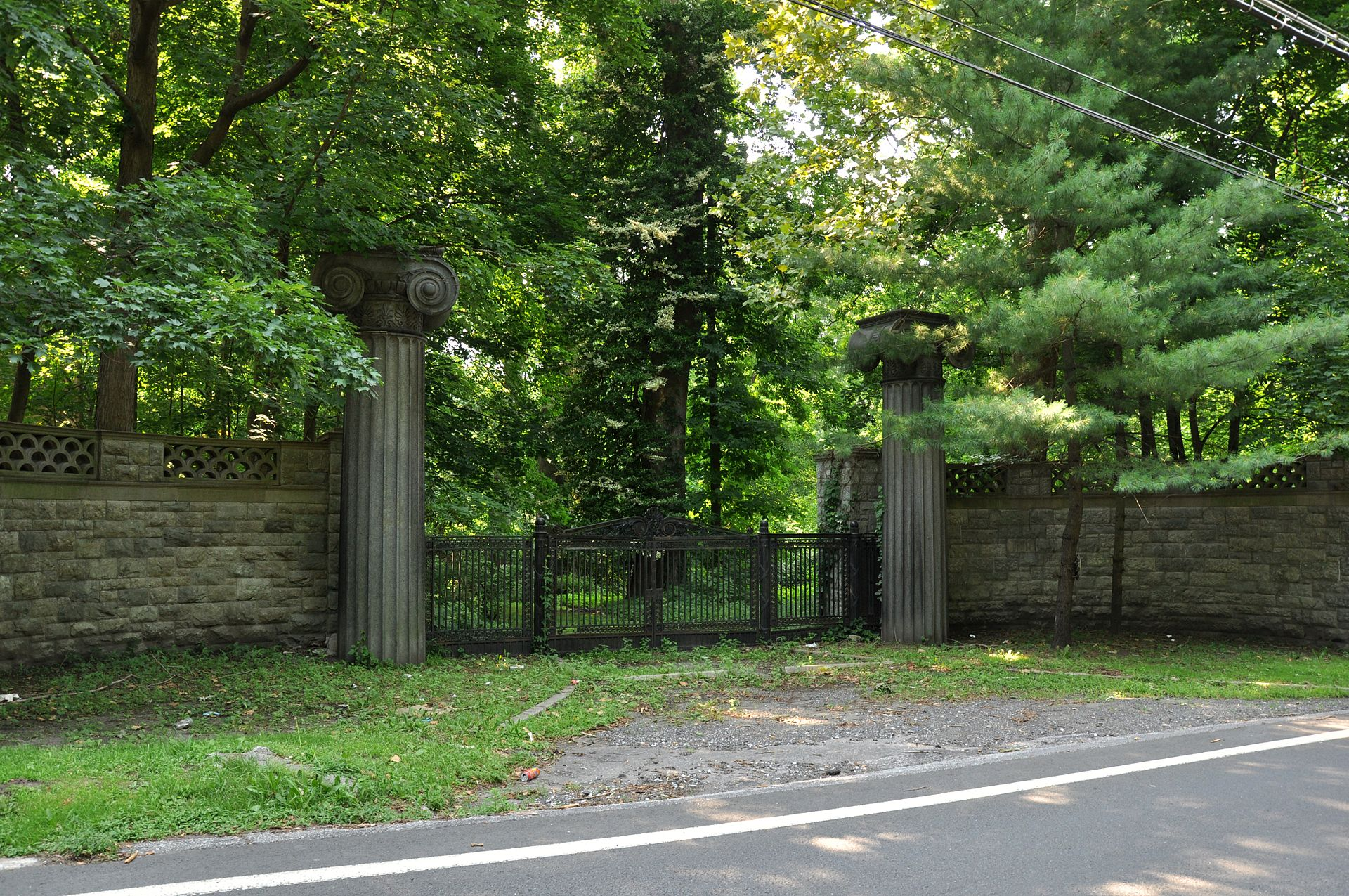 Entranceway_to_Beechwood